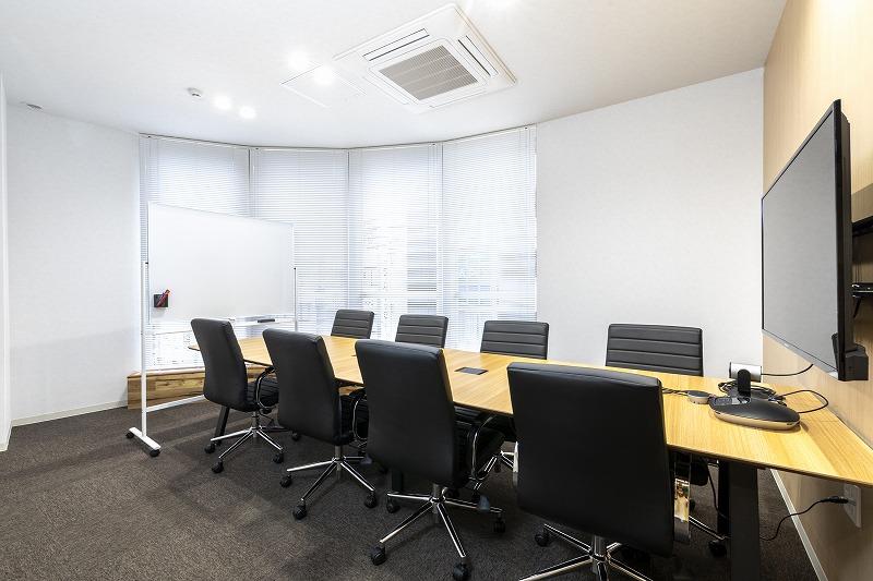 町田オフィスの8名用会議室