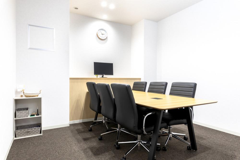 町田オフィスの6名用会議室
